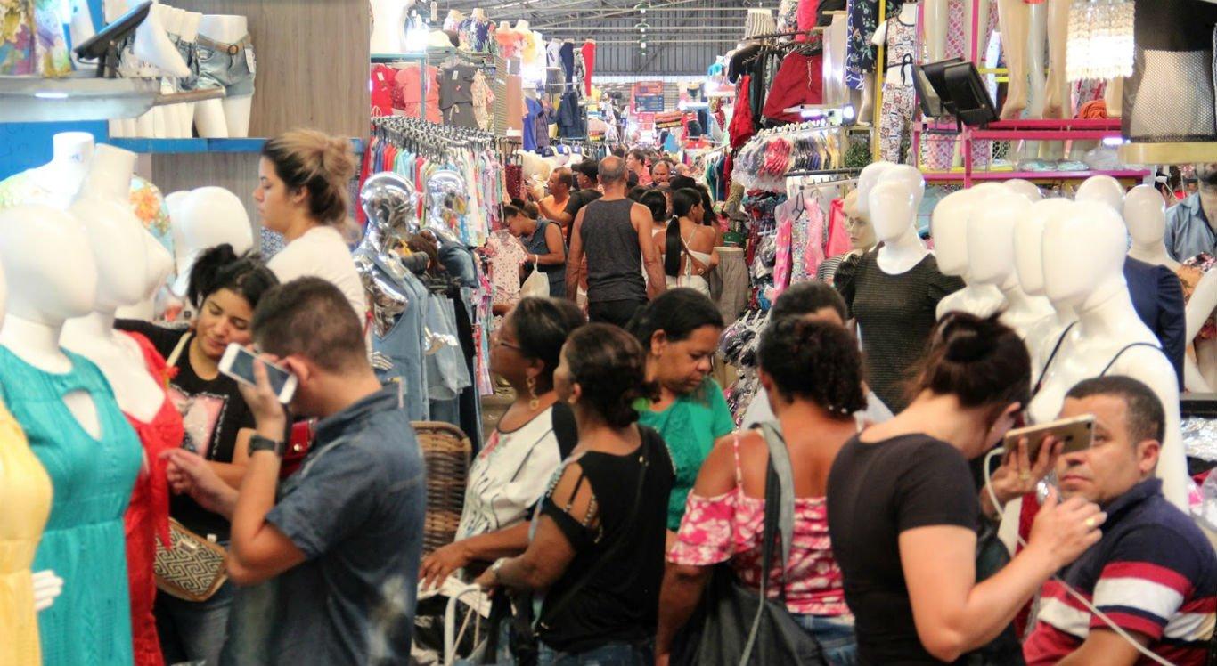 Movimentação de clientes no Moda Center Santa Cruz