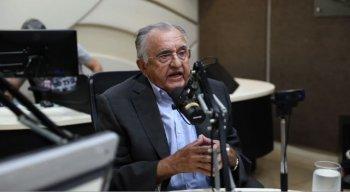 João Carlos Paes Mendonça durante debate na Rádio Jornal