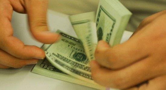 Dólar fecha abaixo de R$ 5,40 pela primeira vez desde fevereiro