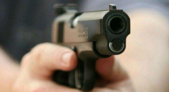 Pai e filho sofrem tentativa de assalto e são baleados no Agreste