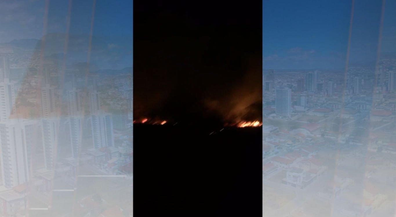 Incêndio foi registrado na noite dessa segunda-feira (18) em Floresta