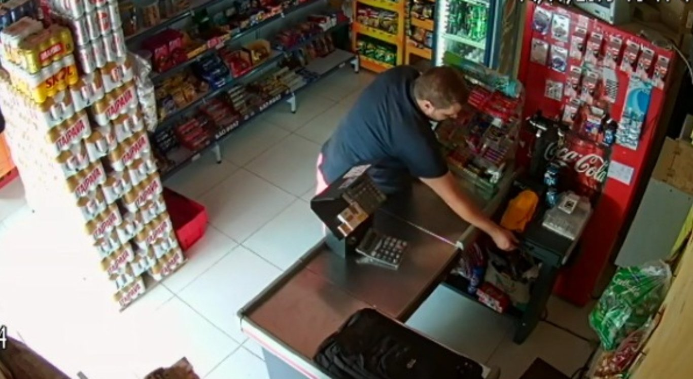 Circuito mostra furto em mercado