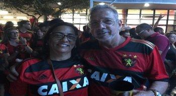 Pais de Diego Souza na sede da Ilha do Retiro