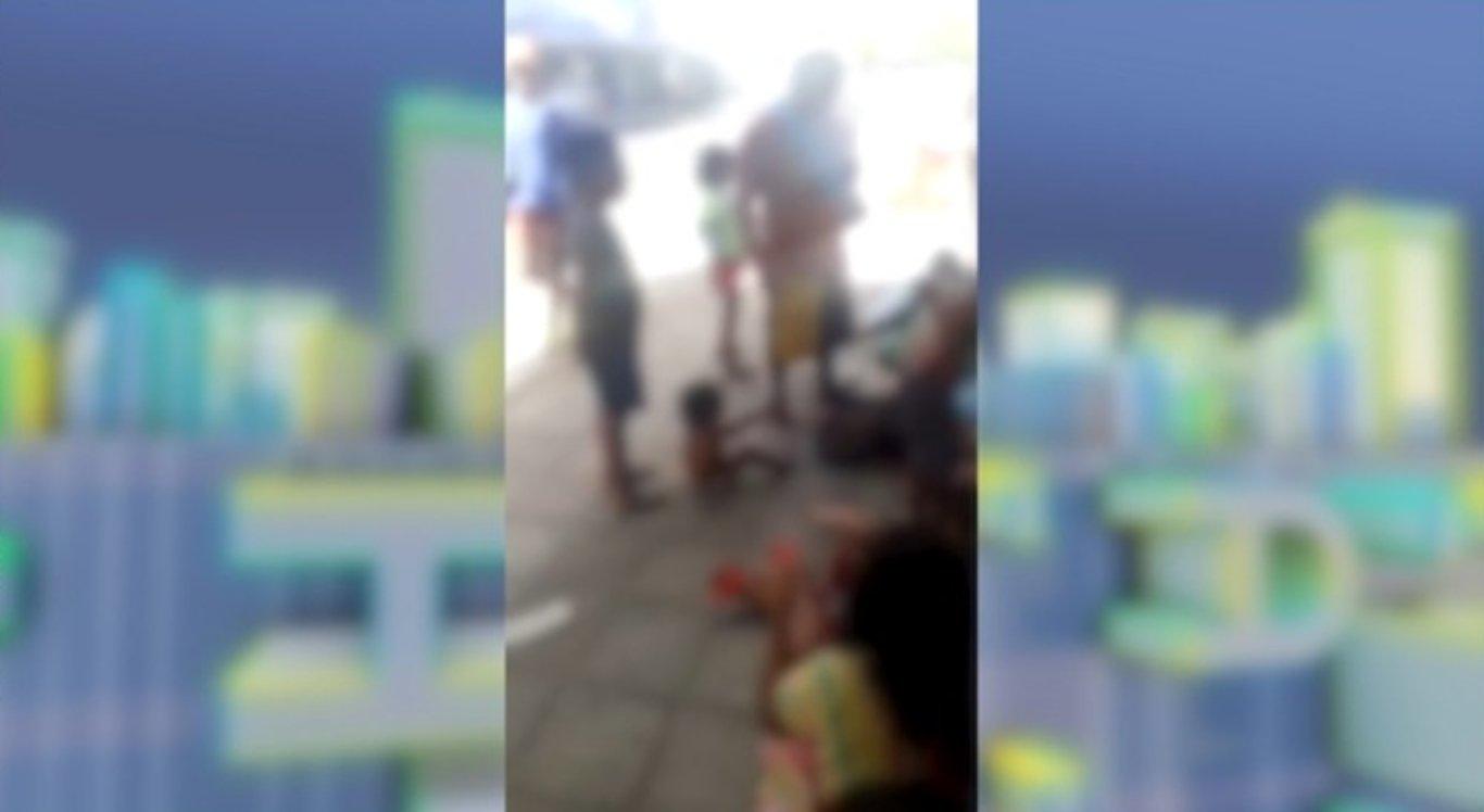 Venezuelanos pedem doações no centro de Santa Cruz