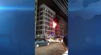 O Corpo de Bombeiros passou mais de três horas para controlar o incêndio