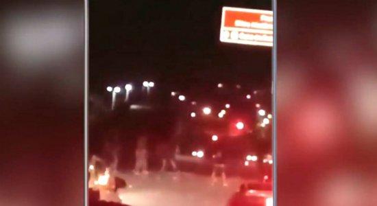 Briga entre grupos termina em tiroteio e causa pânico na PE-15