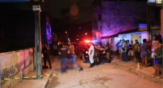 Dois jovens são assassinados a tiros na Zona Oeste