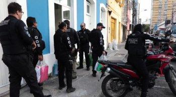 A Polícia cumpriu os oito mandados de prisão durante a manhã desta sexta-feira (22)