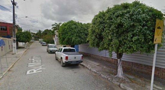 Tentativa de assalto perto de escola deixa policial e suspeito feridos