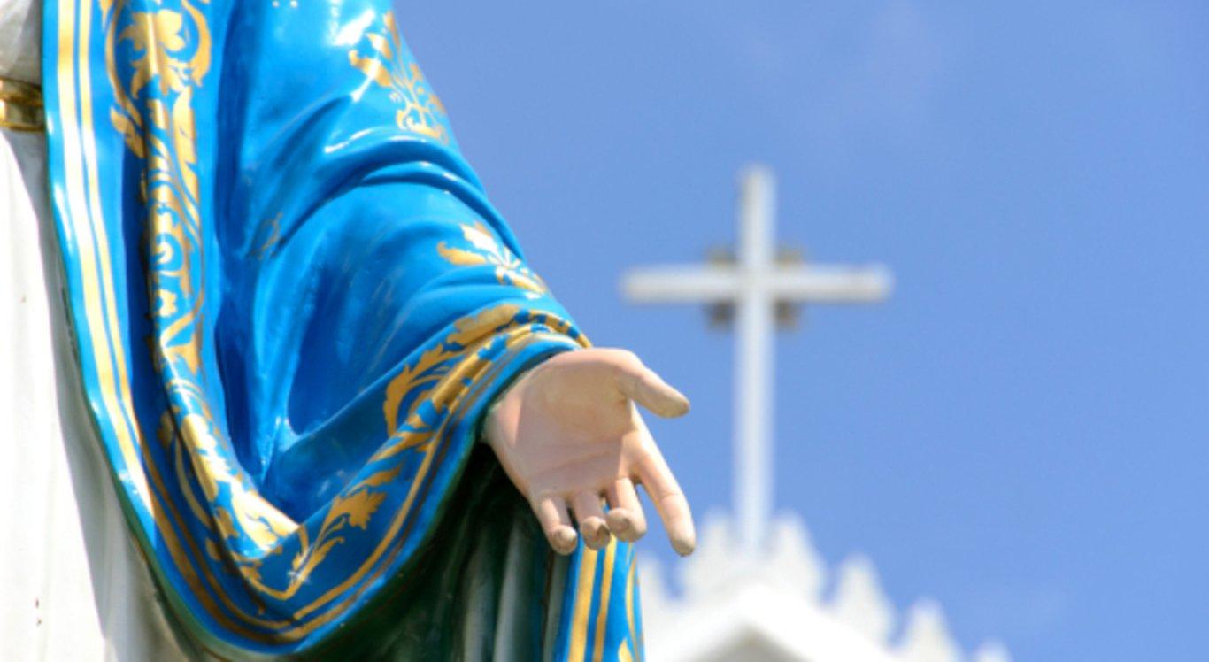 Estão sendo realizadas missas, quermesses, shows religiosos e culturais em homenagem à Padroeira