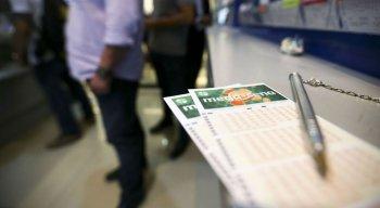 No Brasil, a exploração de loterias cabe ao governo federal