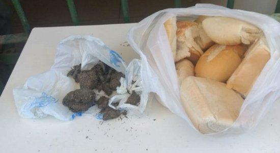 Mulher é presa ao tentar entrar em cadeia com pães recheados de maconha