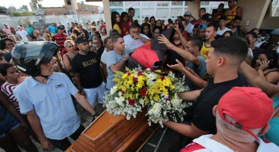 Dor e tristeza: torcedor do Sport, espancado em 'jogo do acesso', é enterrado