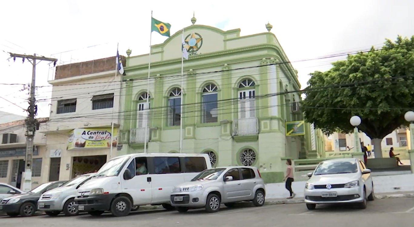 Prefeitura de Bezerros está com dificuldades para pagar funcionários