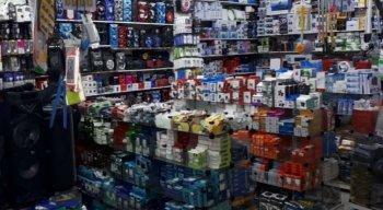 A Polícia Civil apreendeu 2.700 produtos nas três lojas dos chineses