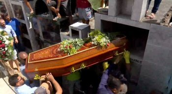 No enterro, alguns familiares da vítima desmaiaram e algumas pessoas estavam revoltadas com o crime