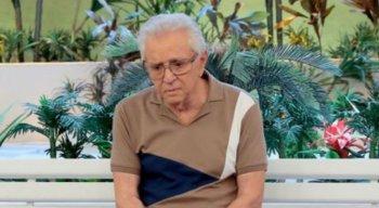 Carlos Alberto de Nóbrega tentou conter a emoção ao falar da morte dos amigos