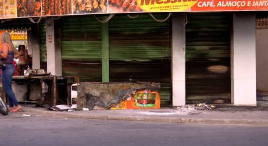 Lanchonete foi atingida por incêndio na tarde desta sexta