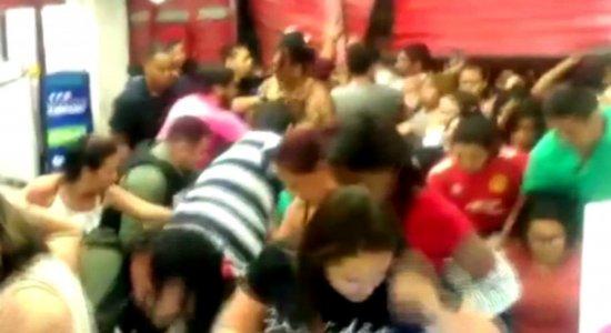 Black Friday: longas filas e confusão no Grande Recife; veja vídeos