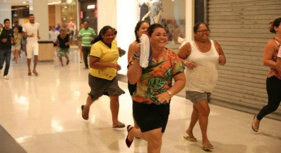 Black Friday gera movimento intenso nos shoppings do Recife