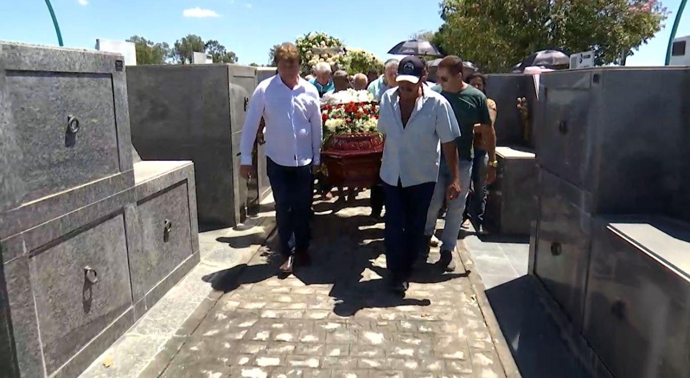 Corpo foi sepultado no Cemitério Parque dos Arcos, em Caruaru