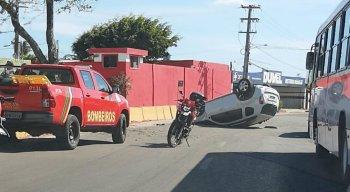 O capotamento aconteceu neste sábado (30), em Olinda, na Região Metropolitana do Recife