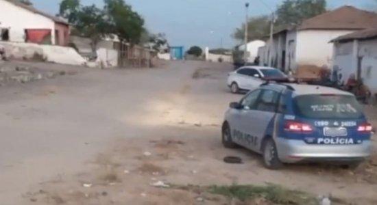 Homem foi morto na frente da casa dele em Caruaru