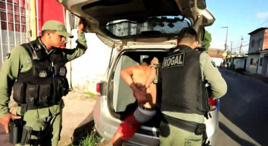Homem que matou mulher com mais de 40 facadas é preso em Paulista