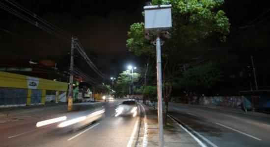 Novas câmeras de monitoramento no Recife passam a multar nesta segunda