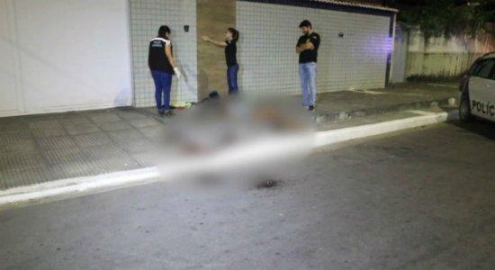 Mulher é morta a pauladas no meio da rua em Piedade