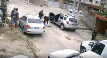 O assalto e a prisão foram registradas por câmeras de segurança
