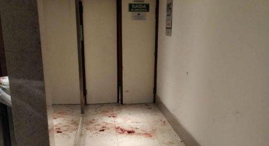 Funcionário de hotel ferido por psicólogo passa por cirurgia no Recife