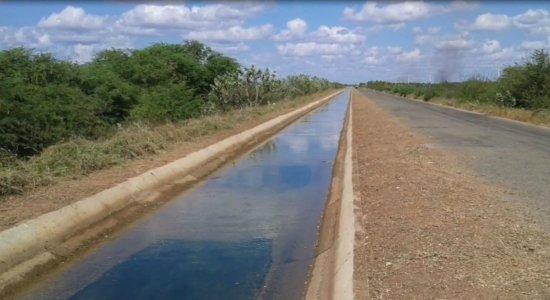 Criança de 3 anos morre afogada após cair em canal de irrigação