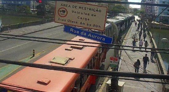 Rodoviários protestam contra adoção da dupla função pelos motoristas no Centro do Recife