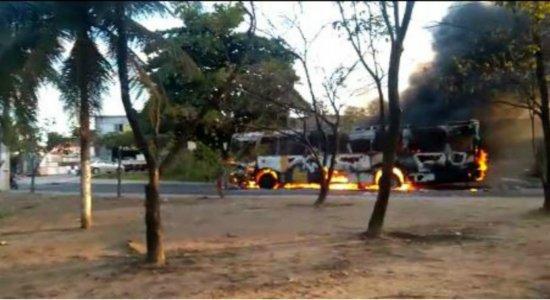 Mais um ônibus é alvo de incêndio no Grande Recife