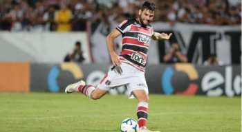 Willian Alves tem contrato renovado no Santa Cruz.
