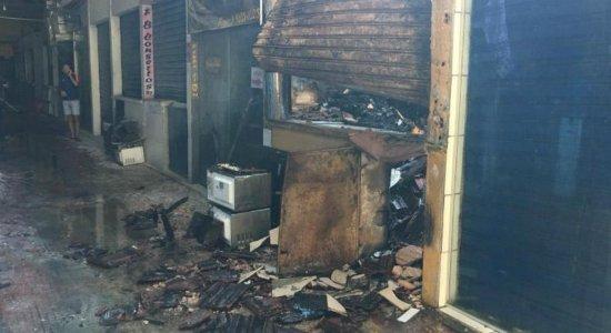 Incêndio atinge Mercado de Boa Viagem, na Zona Sul do Recife