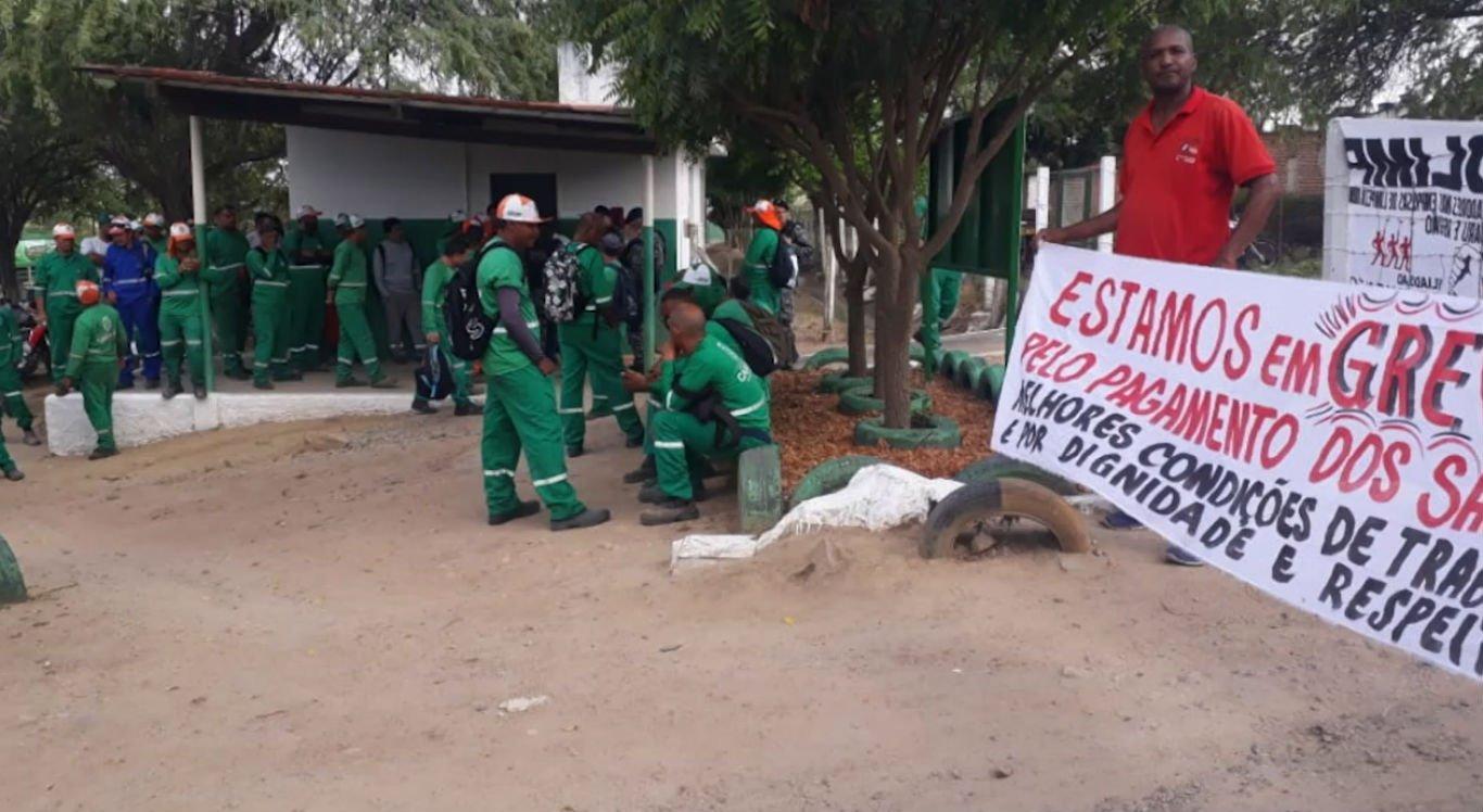 Trabalhadores paralisaram as atividades nesta segunda