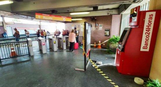 Caixa eletrônico de estação de metrô é arrombado no Recife