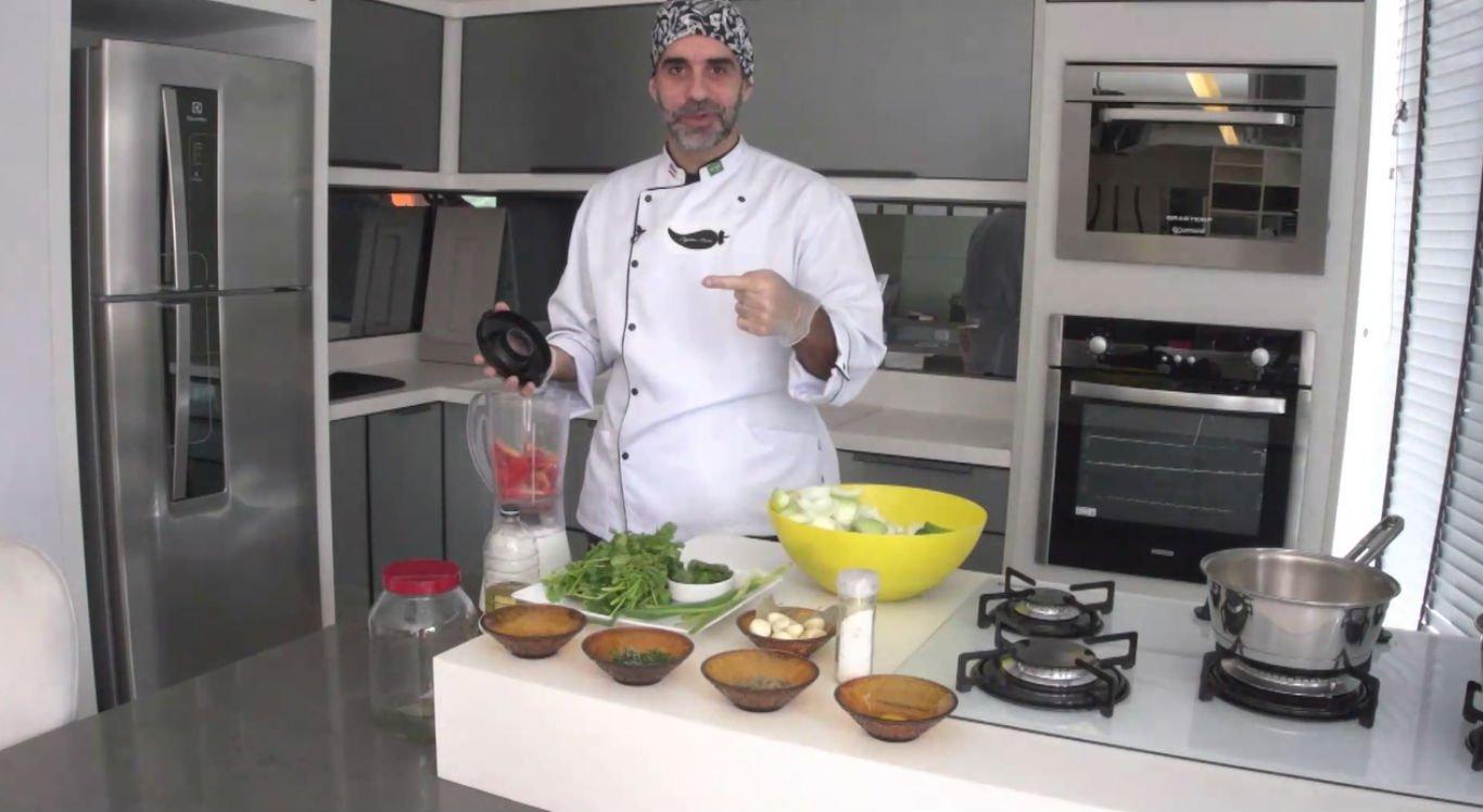 Chef ensina receita de tempero para utilizar nas carnes