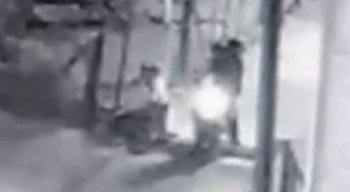 Imagens de uma câmera de segurança registraram a ação