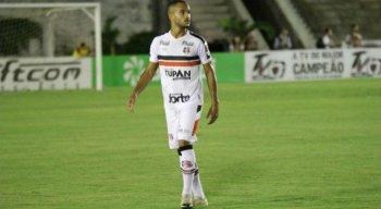 Pelo Santa Cruz, João Victor realizou 32 jogos e marcou um gol.