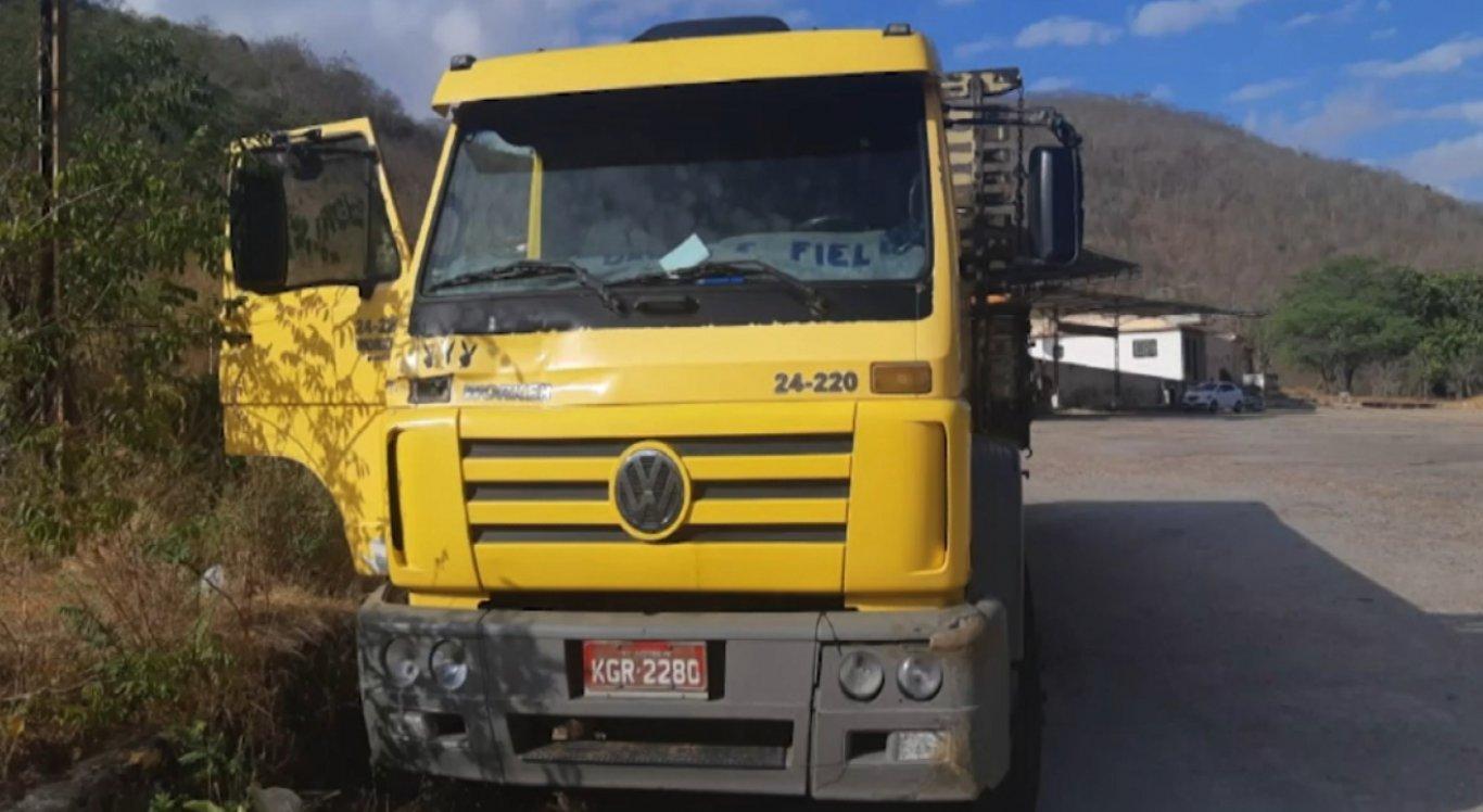 Caminhão levava carga de alimentos