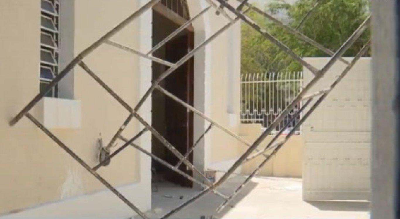 Homens caem de andaime em Caruaru