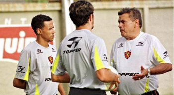 Nereu Pinheiro no comando do Sport. O ex-treinador passou pelo Leão, Santa Cruz, América, entre outros clubes.