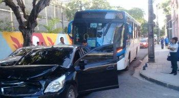 Os agentes da CTTu e da Guarda Municipal foram acionados para coordenar o trânsito