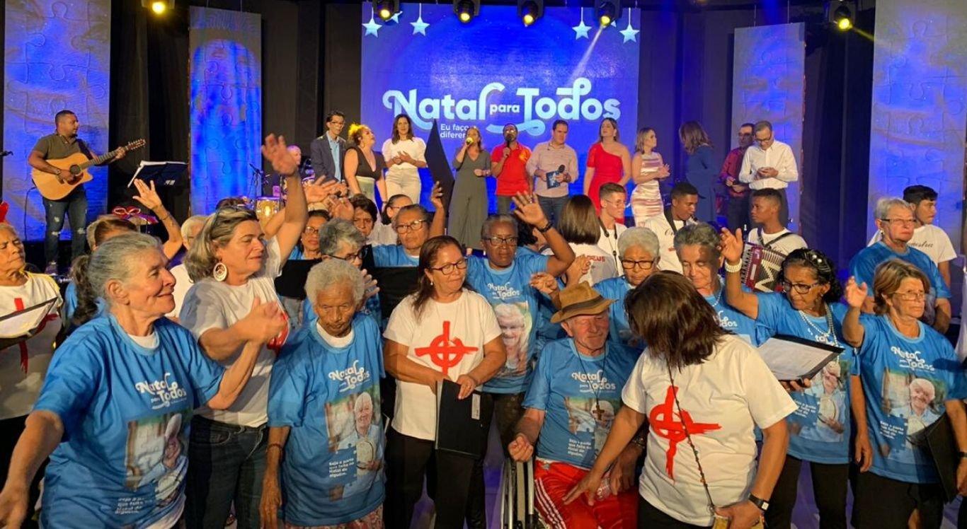 Os idosos presentes também se envolveram com o programa e aproveitaram bastante a atração