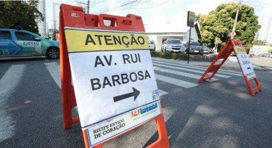 Poda de árvore muda itinerário de ônibus na Zona Norte do Recife