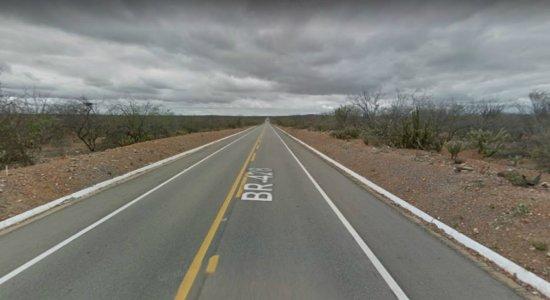 Motorista perde controle, carro capota e duas pessoas morrem no Sertão