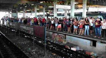 Passageiros reclamaram bastante do serviço do Metrô na manhã desta segunda-feira (16)